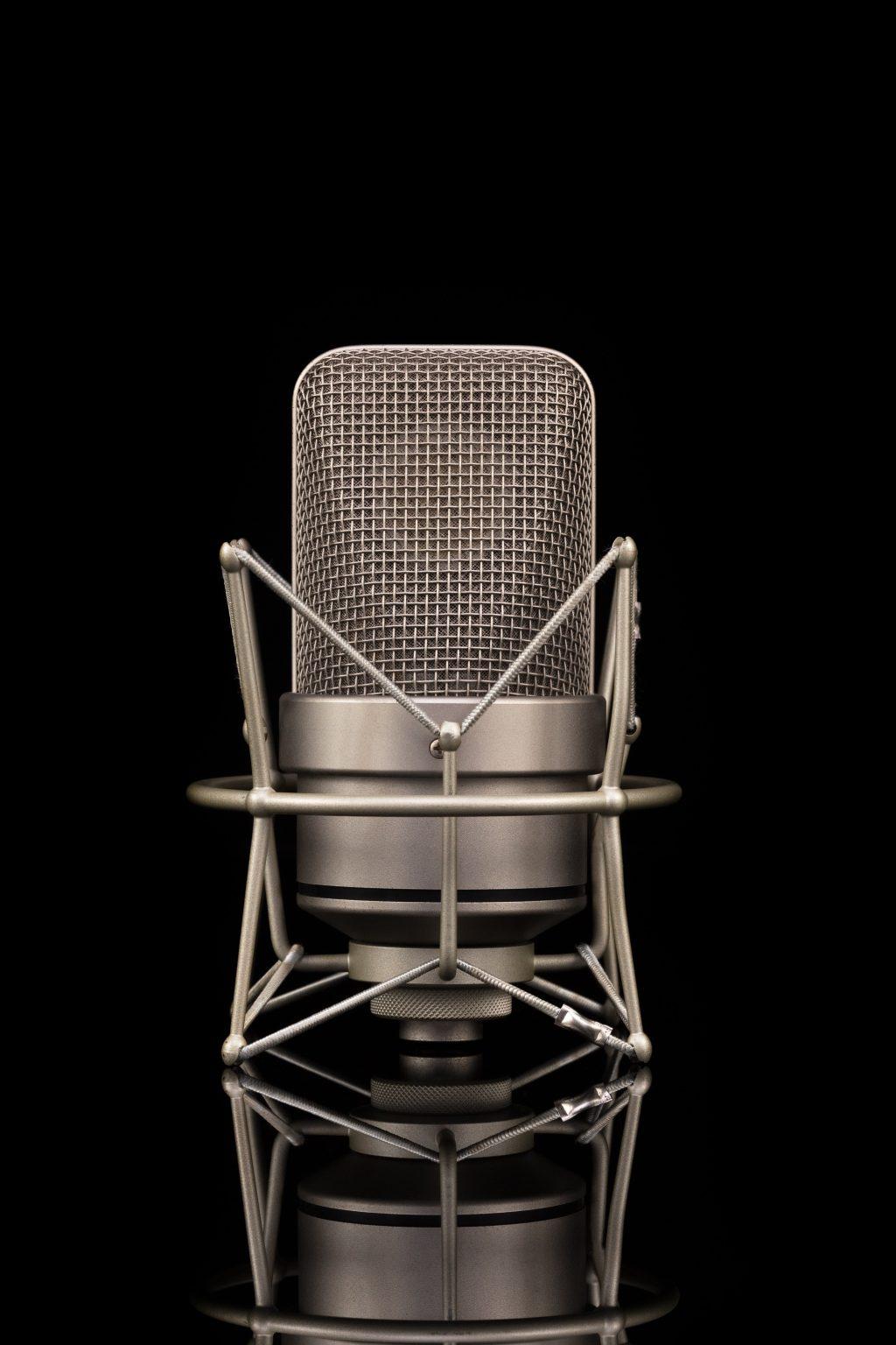 gray-condenser-microphone-3532003